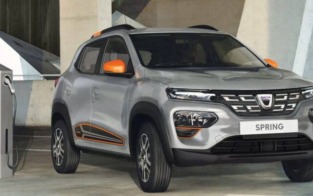 Elektryczny car-sharing, podejście trzecie. Nadjeżdża Dacia Spring. Czy tym razem jazda samochodem na prąd będzie się opłacać?