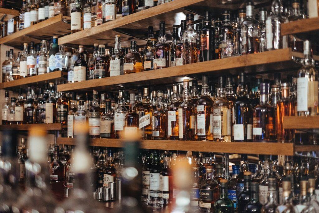 Czy ograniczenia w sprzedaży alkoholu, papierosów i innych używek mają sens? Sprawdzamy najnowszy indeks państwowego paternalizmu