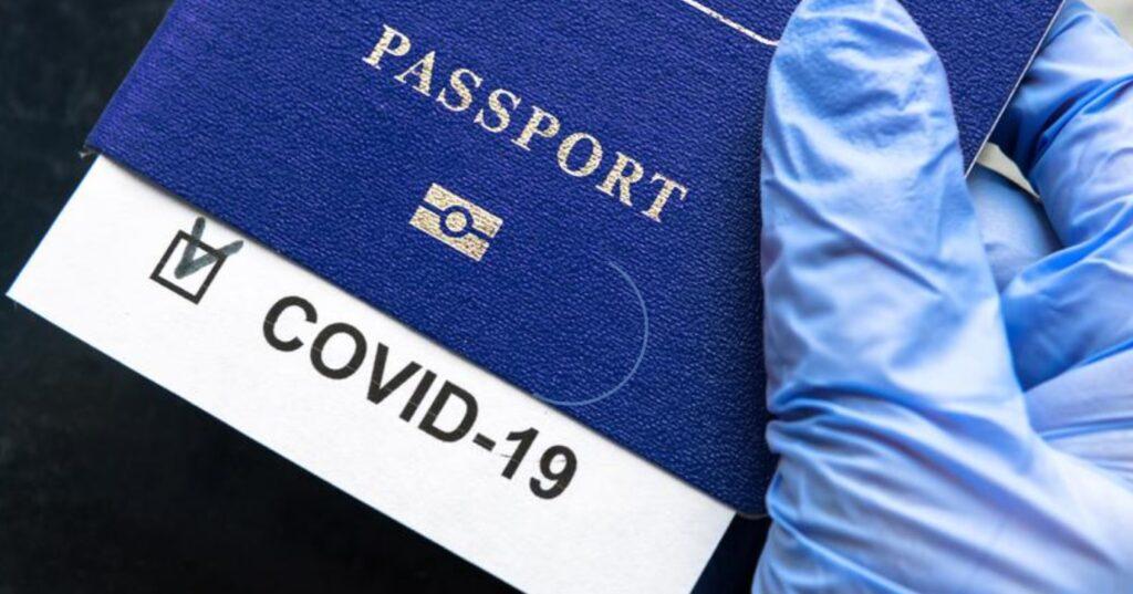 """Wybierasz się na wakacje do Grecji, Włoch albo Hiszpanii? Najpóźniej 1 lipca będziesz mógł zdobyć """"paszport covidowy"""" ułatwiający podróżowanie. Gdzie? Jak? Za ile?"""