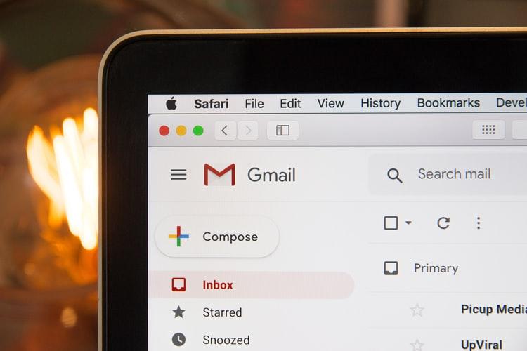 Skrzynka e-mail to wrota do wiedzy o naszym życiu. Nie chcesz skończyć jak minister Dworczyk? Być może wystarczy zrobić tylko dwie proste rzeczy