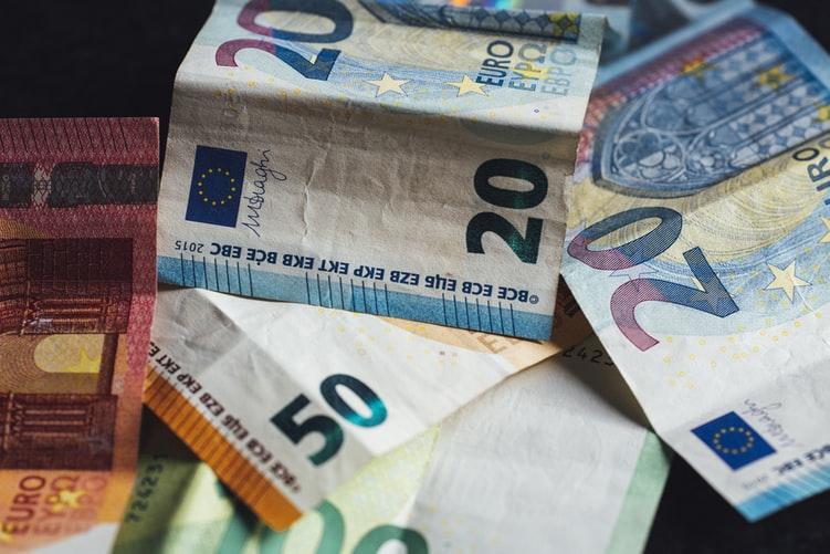 Planujesz wyjazd na wakacje za granicę? Będziesz potrzebował(a) waluty. Lepiej nie zdawać się ślepy los i zawczasu zapewnić sobie euro tanie niesłychanie. Ale jak?