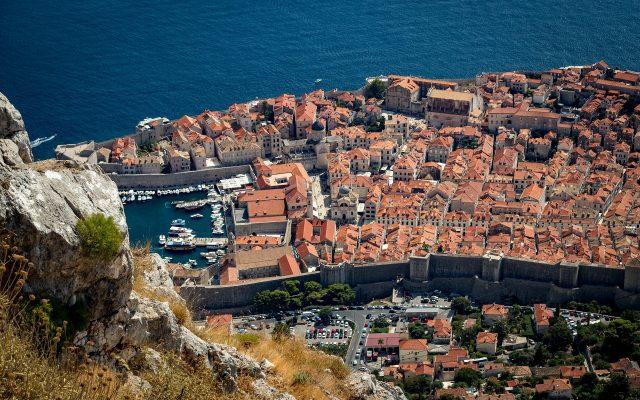 """Chorwacja i wyjątkowo droga """"wakacyjna"""" karta. Chciał być sprytny, a spotkały go… trzy przewalutowania jednej transakcji! Kto zawalił sprawę?"""