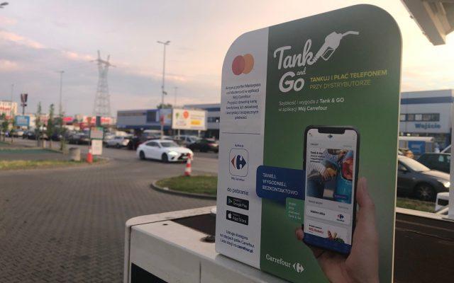 Jak wygodnie napełnić bak i zapłacić za paliwo przy dystrybutorze omijając stacje Orlen? Niby Carrefour ma Tank&Go, a Circle K płacenie przez aplikację, ale…