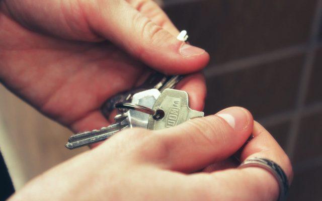 Zagraniczne fundusze hurtem kupują w Polsce mieszkania na wynajem. Czy to zniszczy biznes prywatnym wynajmującym? Koniec rynku najmu, jaki znamy?