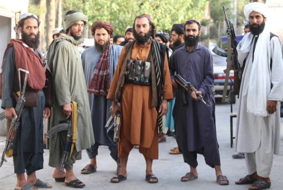 Talibowie przejęli Afganistan, ale czy mogą na tym… zarobić? Po 20 latach rządów Amerykanów ten kraj jest bankrutem. Jak to możliwe? I jak go postawić na nogi?