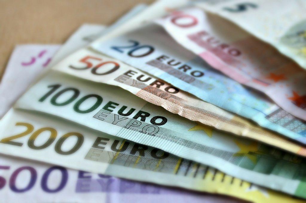 Płacą nawet 1,5% odsetek. Ale czy ulokowanie tam pieniędzy jest bezpieczne? Gwarancja depozytów w Aion Banku: jest czy jej nie ma?