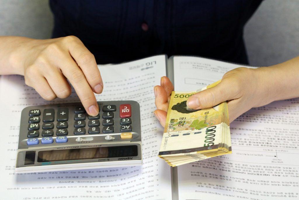 Prawie każdy może wpaść w pętlę długów. Ten przykład pokazuje jak niewiele trzeba. Próbujemy pomóc czytelnikowi uratować się przed bankructwem