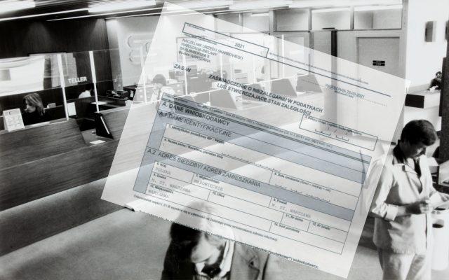 """Cyfrowe państwo i… bankowa kontrrewolucja. Bank żąda papierowego zaświadczenia z pieczątką. Podobno """"tak jest wygodniej"""". Dla kogo?"""