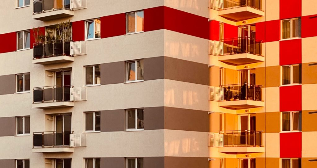 Bankowcy się cieszą: w tym roku zaciągniemy najwyższy dług hipoteczny w historii. Przy najwyższych cenach mieszkań i tuż przed wzrostem rat. Będzie bolało?