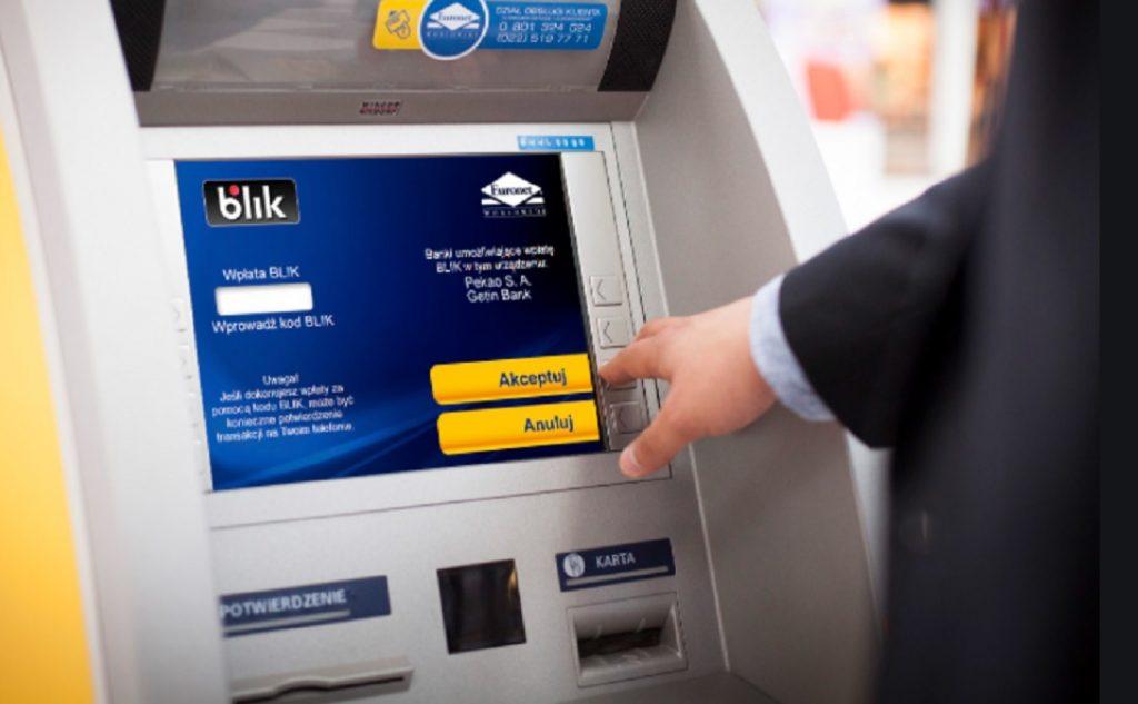 Wypłata BLIK za darmo, ale z prowizją. Jak żyć, gdy reklama na stronie internetowej gryzie się z taryfą opłat i prowizji?