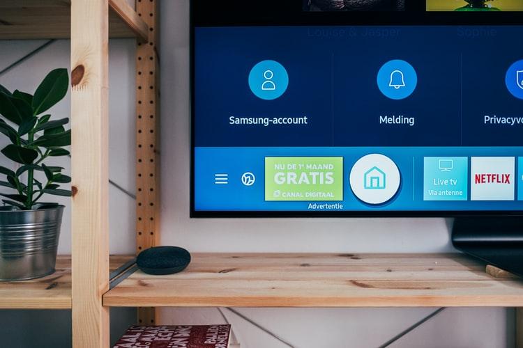 """Zakup telewizora i… nie lada Matrix. Sprzęt nie działa przez """"zły dotyk"""", ale kto za to zapłaci? Czy sklep złapał klienta w pułapkę?"""