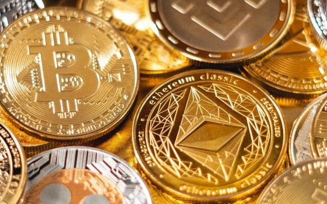 Inwestowanie w Bitcoina i kryptowaluty stało się łatwiejsze, niż kiedykolwiek. Czy debiut dwóch pierwszych ETF-ów śledzących (pośrednio) kurs Bitcoina to przełom czy podpucha?